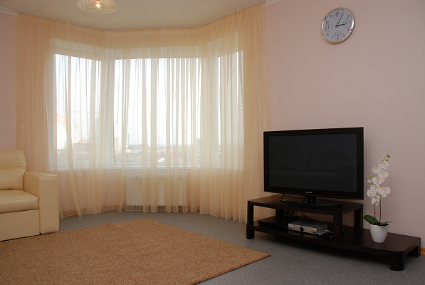 2-комнатная квартира посуточно в Киеве. Дарницкий район, Днепровская наб., 26. Фото 1