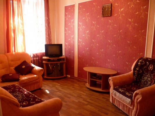 2-комнатная квартира посуточно в Луганске. Ленинский район, ул. Советская, 45. Фото 1