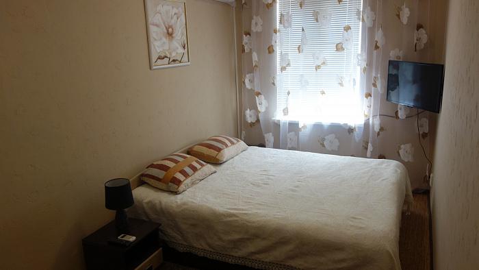 1-комнатная квартира посуточно в Джанкое. ул. К. Маркса, 1. Фото 1
