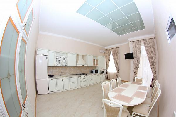 4-комнатная квартира посуточно в Одессе. Приморский район, ул. Пушкинская, 8. Фото 1
