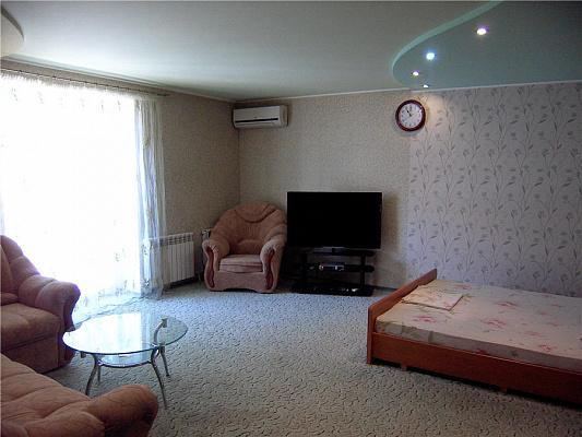 1-комнатная квартира посуточно в Славянске. ул. Ленина, 33. Фото 1