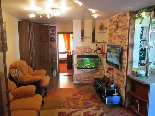 2-комнатная квартира посуточно в Алуште. ул. Ленина, 49. Фото 1