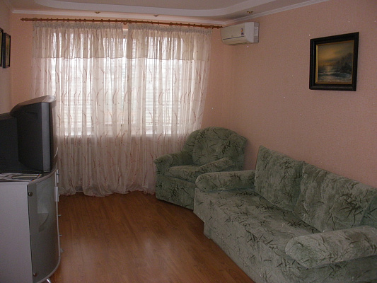 2-комнатная квартира посуточно в Донецке. Ворошиловский район, шекспира, 21. Фото 1