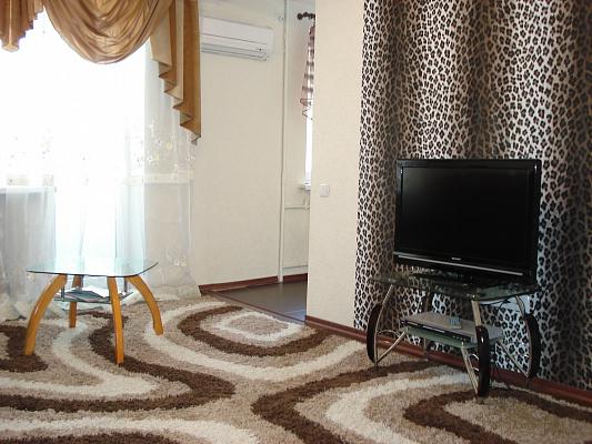 2-комнатная квартира посуточно в Запорожье. Орджоникидзевский район, ул. Патриотическая, 55. Фото 1