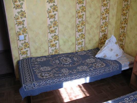 Комната  посуточно в Генической Горке. ул. Азовская, 15А. Фото 1
