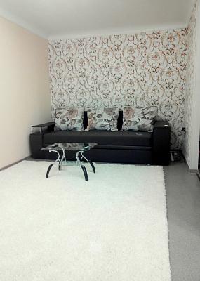 2-комнатная квартира посуточно в Запорожье. Орджоникидзевский район, ул. Сталеваров, 21. Фото 1