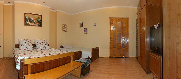 Дом  посуточно в Лазещине. ул. Центральная, 1008. Фото 1