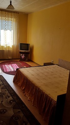 1-комнатная квартира посуточно в Ивано-Франковске. ул. Галицкая, 98. Фото 1