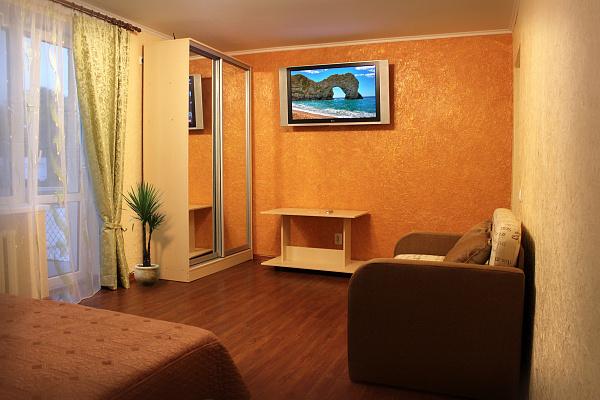 1-комнатная квартира посуточно в Черновцах. Шевченковский район, ул. Комарова, 23-25. Фото 1