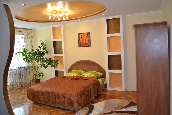 1-комнатная квартира посуточно в Луцке. пр-т Президента Грушевского, 18. Фото 1