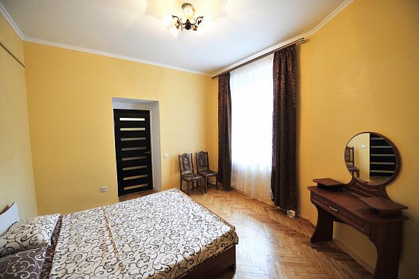 2-комнатная квартира посуточно в Львове. Галицкий район, ул. Ярослава Мудрого, 6. Фото 1