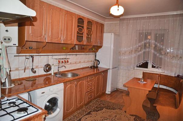 2-комнатная квартира посуточно в Черновцах. Первомайский район, ул. Русская, 90. Фото 1