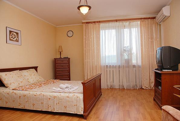 1-комнатная квартира посуточно в Киеве. Голосеевский район, ул. Антоновича, 122. Фото 1