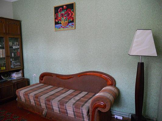 2-комнатная квартира посуточно в Евпатории. ул. Дубинина, 11. Фото 1