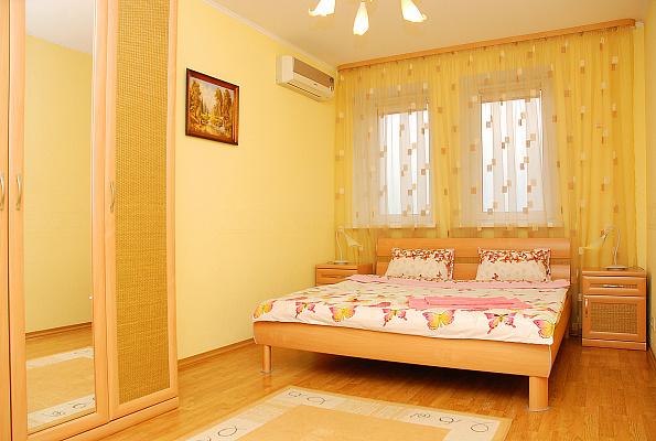 2-комнатная квартира посуточно в Киеве. Днепровский район, ул. Луночарського, 14. Фото 1