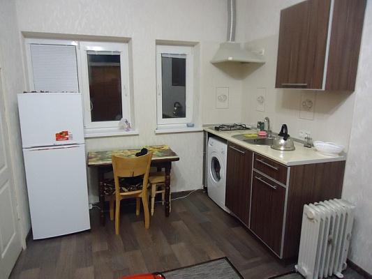 1-комнатная квартира посуточно в Ялте. киевская , 78. Фото 1