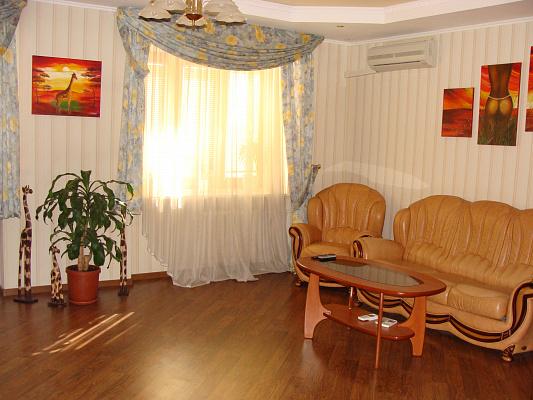 3-комнатная квартира посуточно в Киеве. Оболонский район, пр-т Героев Сталинграда, 14г. Фото 1