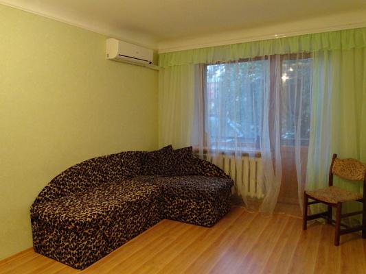 2-комнатная квартира посуточно в Полтаве. Киевский район, ул. Ватутина, 3б. Фото 1