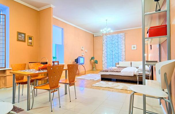1-комнатная квартира посуточно в Киеве. Печерский район, ул. Шота Руставели, 31а. Фото 1
