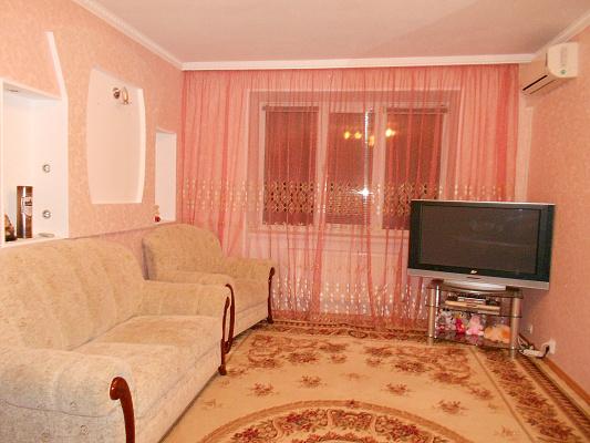 1-комнатная квартира посуточно в Житомире. ул. Степана Бандеры, 18. Фото 1