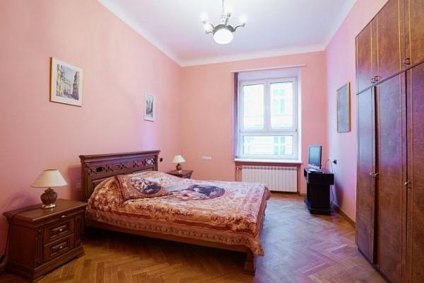1-комнатная квартира посуточно в Львове. , ул.Брюллова,, 8. Фото 1