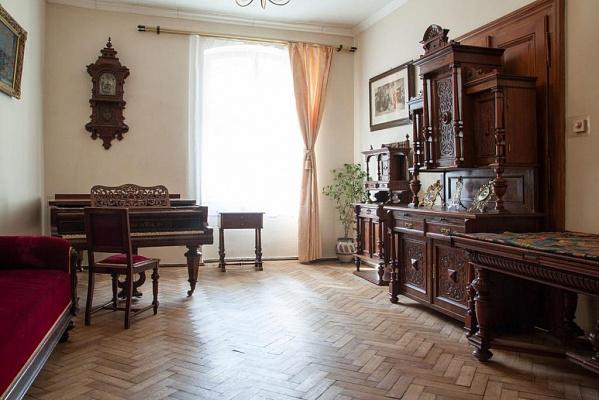 4-комнатная квартира посуточно в Львове. Галицкий район, пл. Рынок, 45. Фото 1
