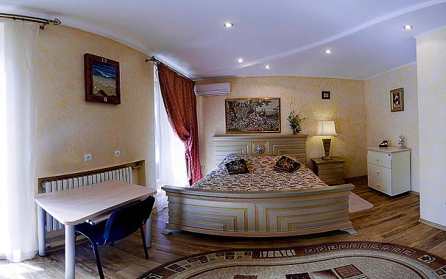 1-комнатная квартира посуточно в Севастополе. Ленинский район, ул. Большая Морская, 52. Фото 1