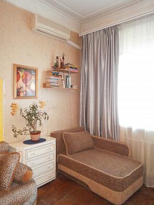 2-комнатная квартира посуточно в Одессе. Приморский район, ул. Новосельского, 46. Фото 1