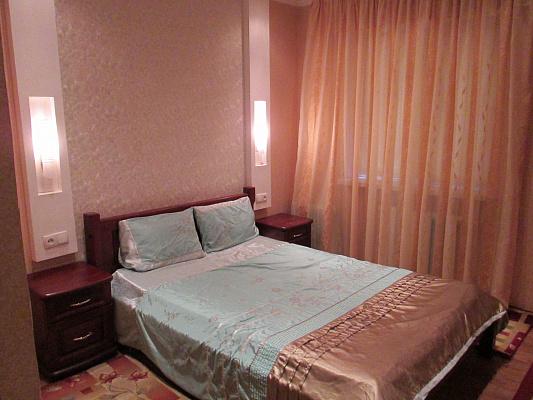 1-комнатная квартира посуточно в Днепропетровске. Индустриальный район, ул. Калиновая, 11Б. Фото 1