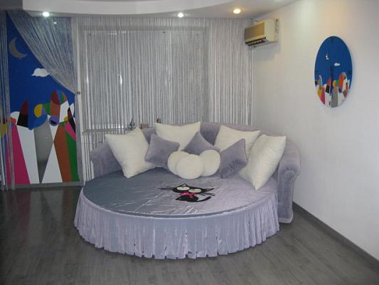 1-комнатная квартира посуточно в Одессе. Приморский район, ул. Педагогическая, 18-1. Фото 1