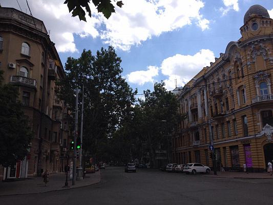 3-комнатная квартира посуточно в Одессе. Приморский район, ул. Жуковского, 19. Фото 1