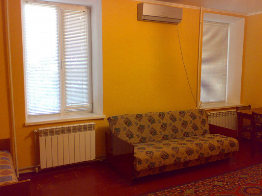 1-комнатная квартира посуточно в Бердянске. Свобода, 52. Фото 1