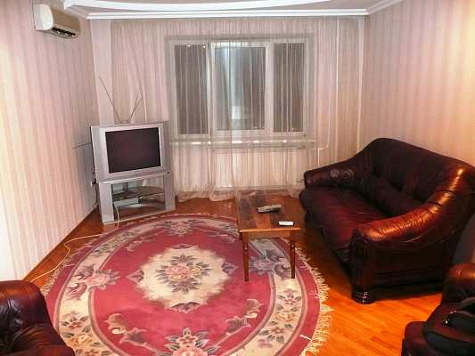 2-комнатная квартира посуточно в Киеве. Шевченковский район, Гончара. Фото 1