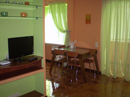 1-комнатная квартира посуточно в Чернигове. Деснянский район, ул. Шевченко, 37. Фото 1