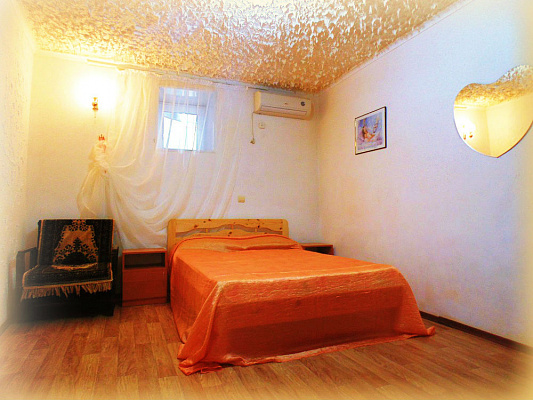 1-комнатная квартира посуточно в Евпатории. ул. Дмитрия Ульянова, 24. Фото 1