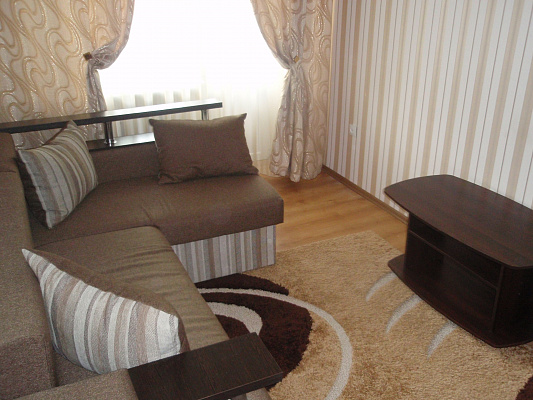 2-комнатная квартира посуточно в Ровно. ул. Черновола, 14. Фото 1