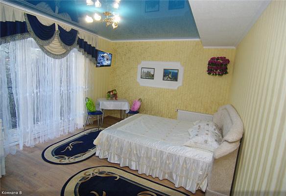 1-комнатная квартира посуточно в Алуште. ул. Саранчева, 32. Фото 1
