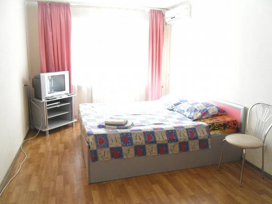 1-комнатная квартира посуточно в Симферополе. Центральный район, Кирова, 12а. Фото 1