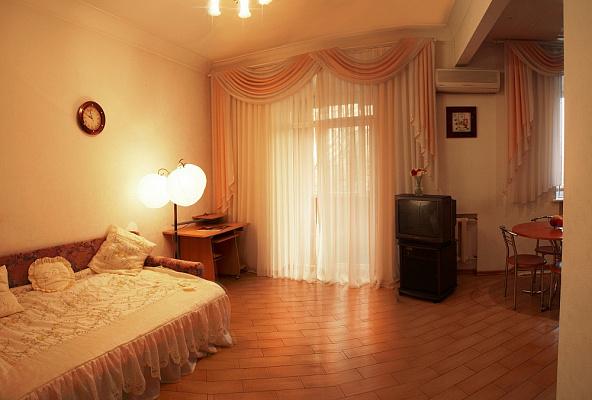 2-комнатная квартира посуточно в Запорожье. Ленинский район, пр-т Металургов, 25. Фото 1