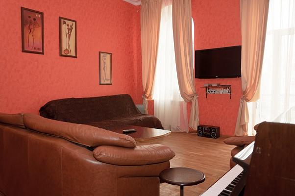 4-комнатная квартира посуточно в Киеве. Печерский район, Бассейная , 15. Фото 1