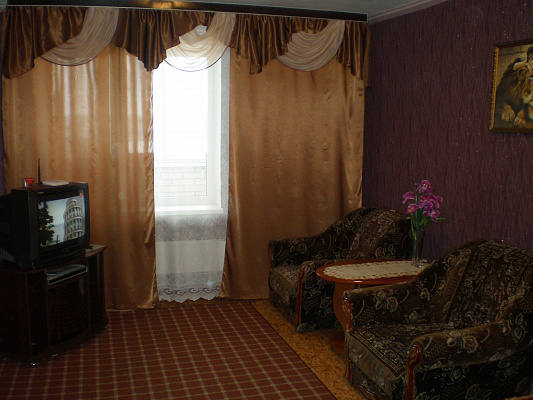 2-комнатная квартира посуточно в Белой Церкви. ул. Крымского, 8. Фото 1