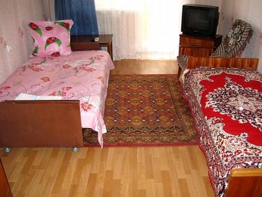 2-комнатная квартира посуточно в Евпатории. ул. Полупанова, 40. Фото 1