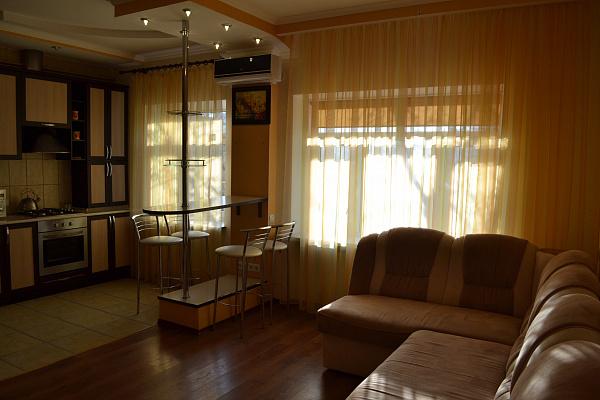 1-комнатная квартира посуточно в Сумах. Заречный район, ул. Кирова, 138. Фото 1