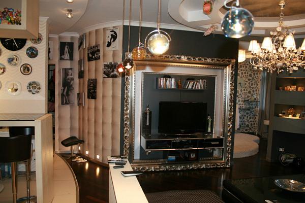 3-комнатная квартира посуточно в Киеве. Дарницкий район, ул. Горького, 72. Фото 1
