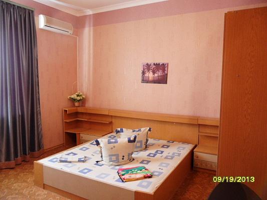 2-комнатная квартира посуточно в Евпатории. пер. Лукичева, 3. Фото 1