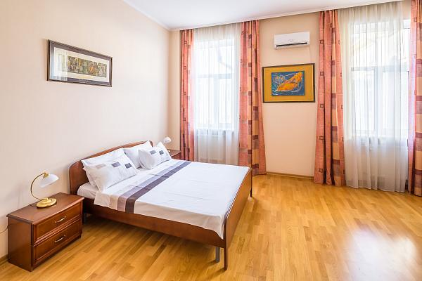 2-комнатная квартира посуточно в Львове. Лычаковский район, ул. Туган-Барановского, 16. Фото 1