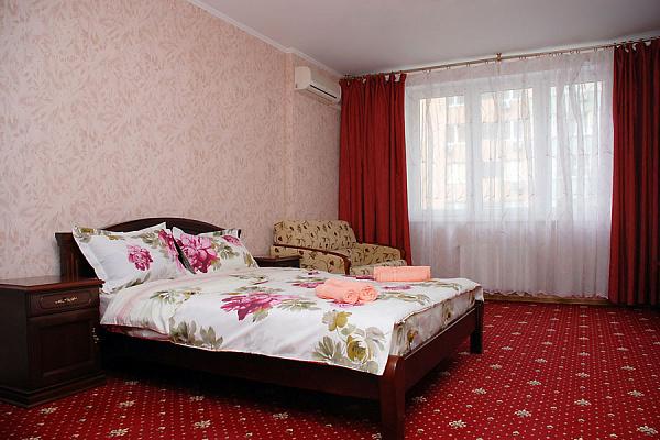 1-комнатная квартира посуточно в Киеве. Днепровский район, ул. Раисы Окипной. Фото 1