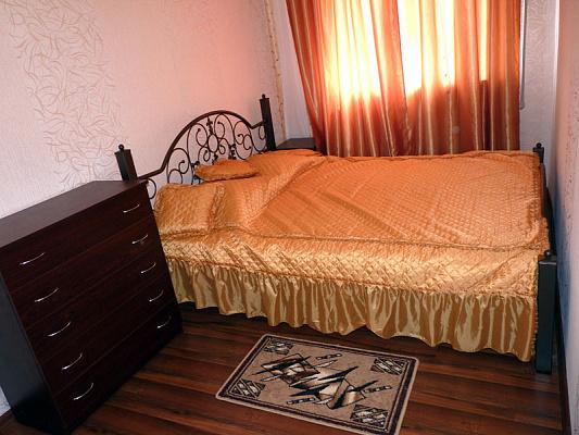 2-комнатная квартира посуточно в Севастополе. Гагаринский район, пр-т Гагарина, 17. Фото 1