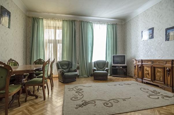 2-комнатная квартира посуточно в Львове. Галицкий район, ул. Леси Украинки, 37. Фото 1