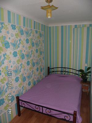 2-комнатная квартира посуточно в Мелитополе. ул. Бронзоса, 36/2. Фото 1